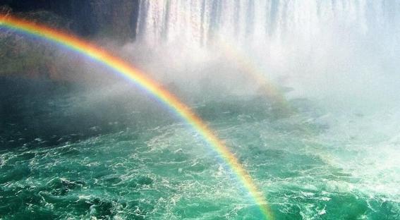 Arc en ciel eau turquoise